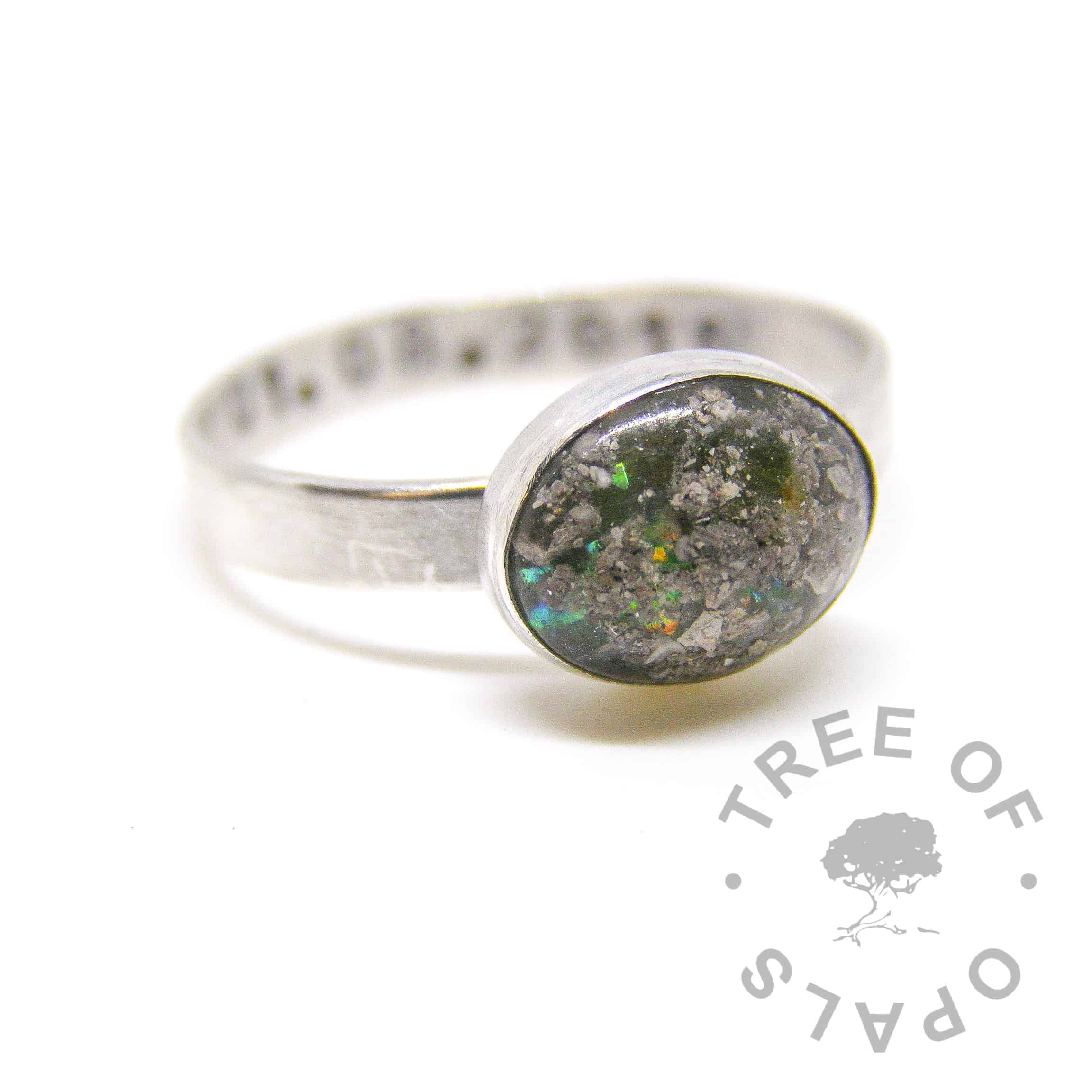 peridot cremation ash ring with peridot August birthstone and cobalt blue glitter. Pro Bono free of charge baby loss ring with brushed band and date of birth stamping