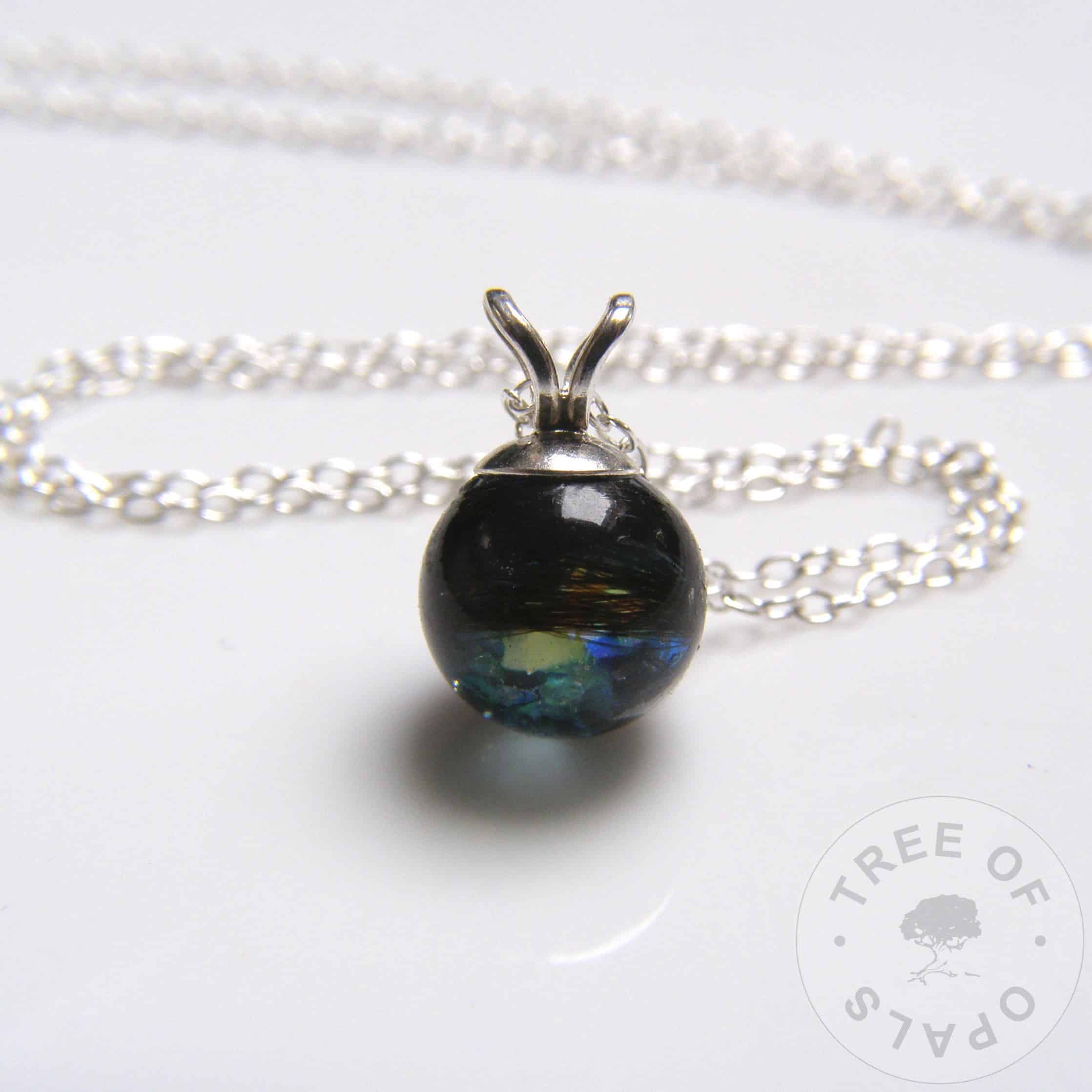 Lock of hair pearl with blue topaz and yellow opalescent flakes