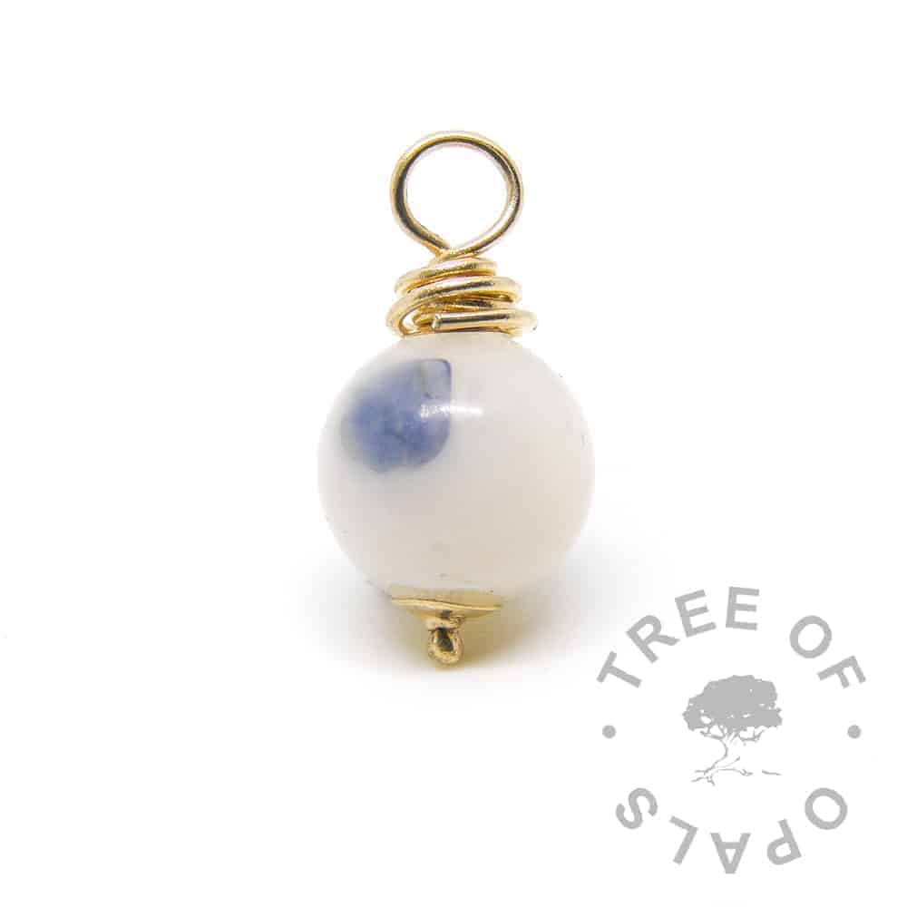 gold breastmilk pearl with sapphire