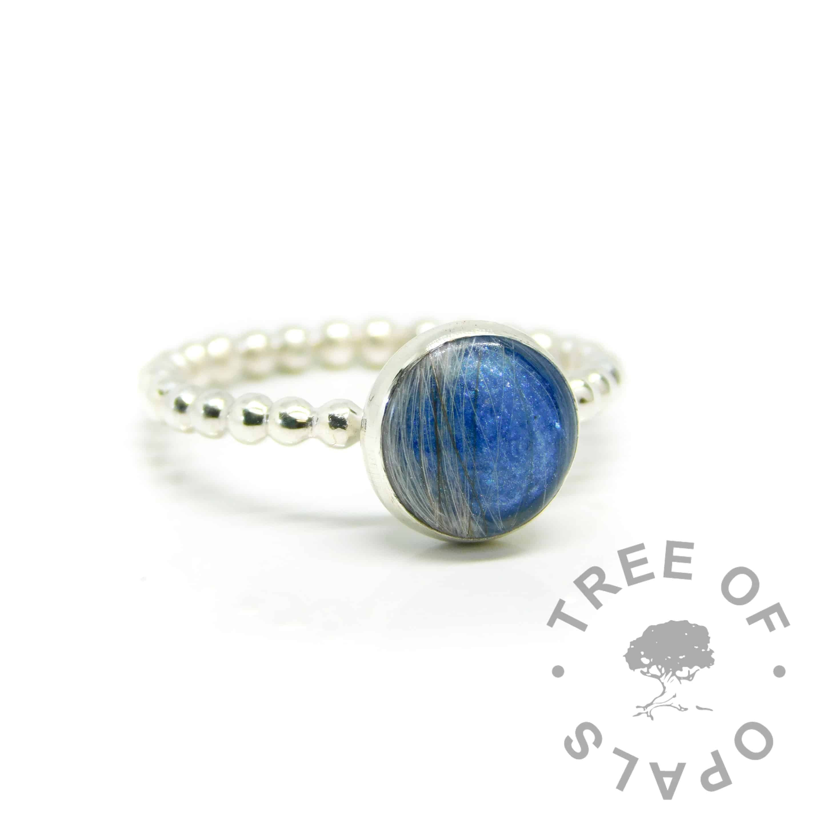 hair ring blue bubble, Aegean blue resin sparkle mix and bubble wire band. 8mm round setting mystery piece possibility (this ring was filmed as a tutorial)